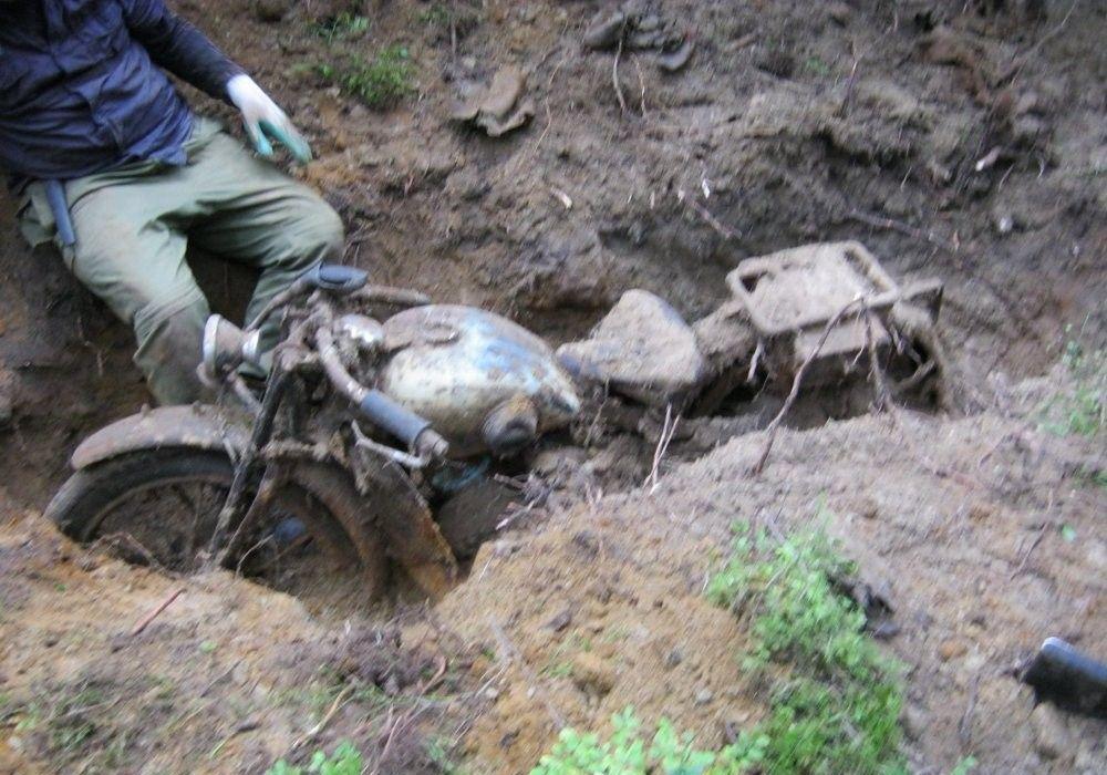 Находка в лесу при помощи металлоискателя.