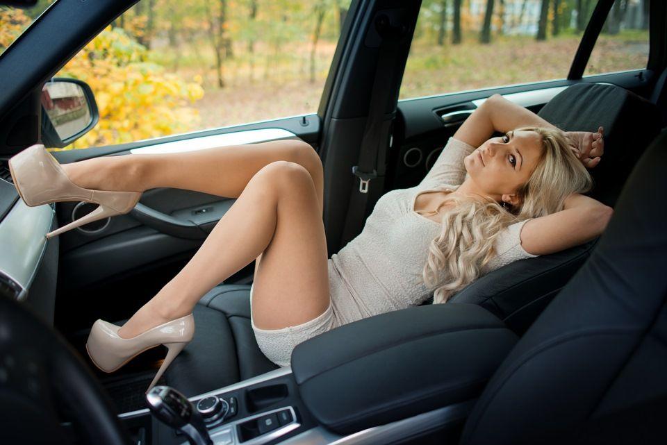 seks-s-mashinami-koncha-viletaet-iz-devushek-ot-mashin-porno
