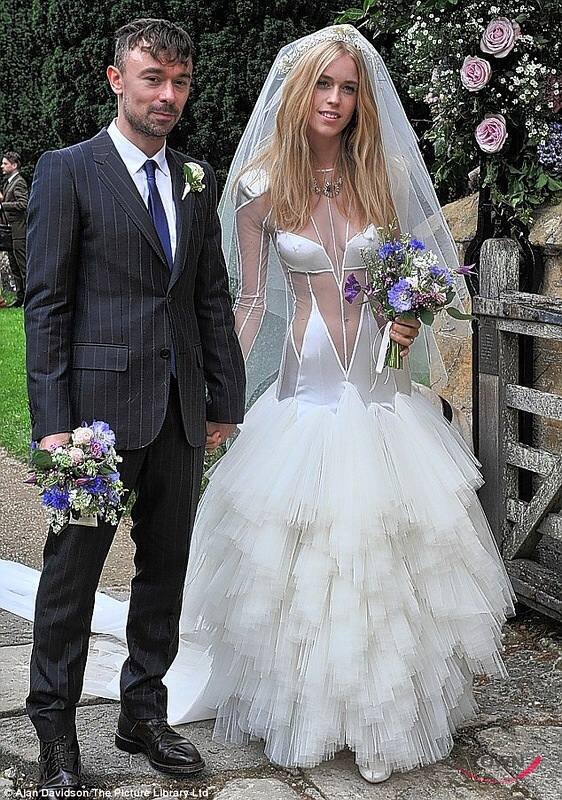Откровенные свадебные платья фото