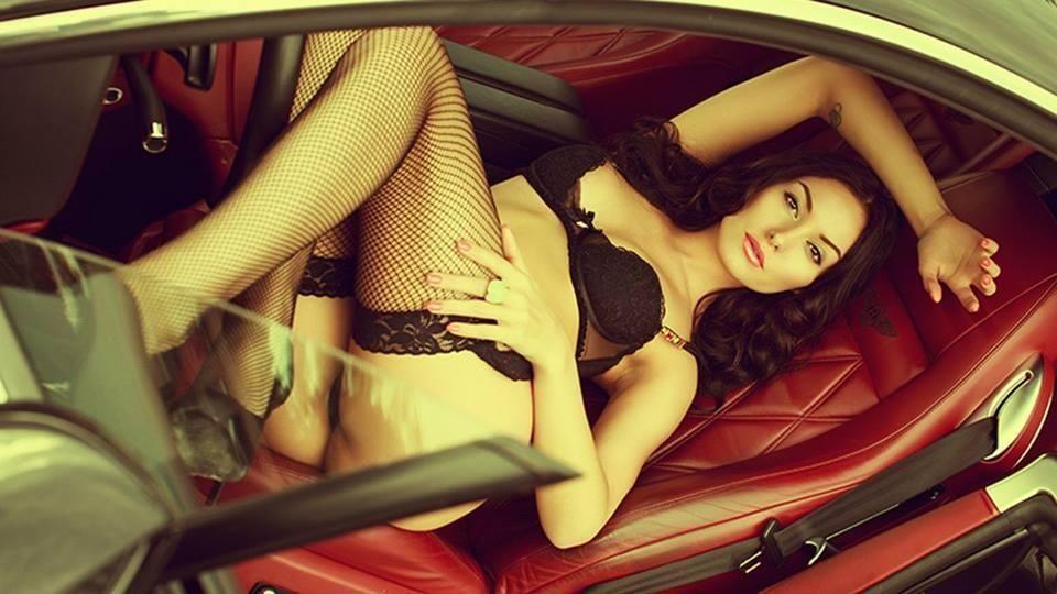 неудовлетворенных фотографии девушек в салоне автомобилей эротические тут почувствовала