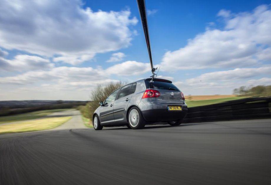 как движущийся сфотографировать машину можно