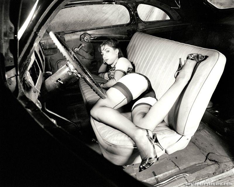 rizhaya-seks-na-retro-avto