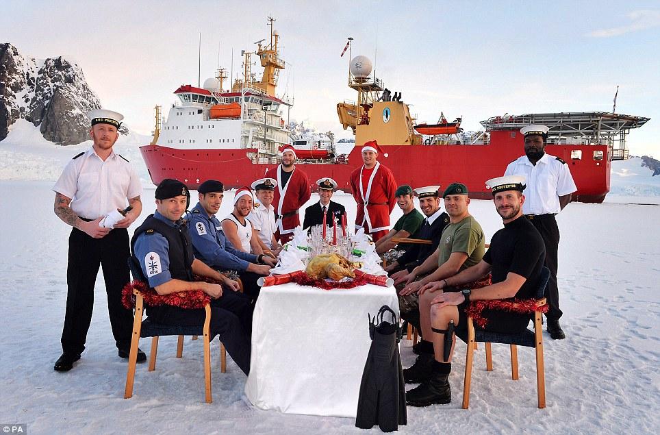 Поздравления с новым годом морякам которые в море