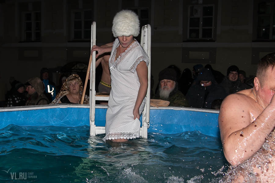 Муз, картинки купание в проруби на крещение прикольные