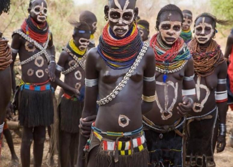 lesbiyanki-afrikanskie-plemena-zhenshini-video-smotret