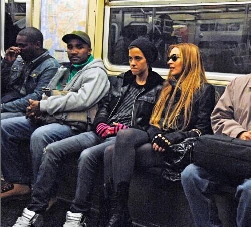 Смотреть как японочки спустились в метро