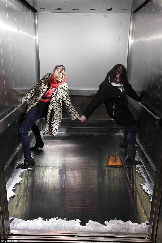Как сделать что бы лифт застрял 584