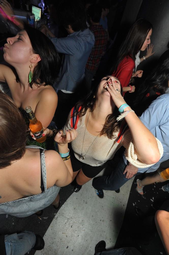 фатима уже смотреть видео неприличного поведения девушек в ночном клубе как русского