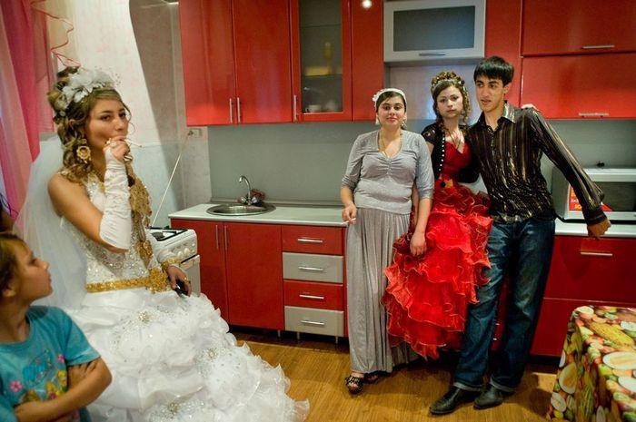 Первая брачная ночь по цыгански видео великолепная