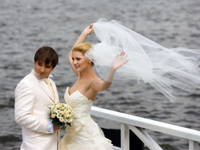 Толстыми спящими случайное обнажение на свадьбе видео