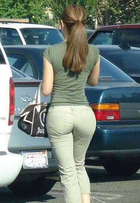 Огромные женские попки на улицах есть масса