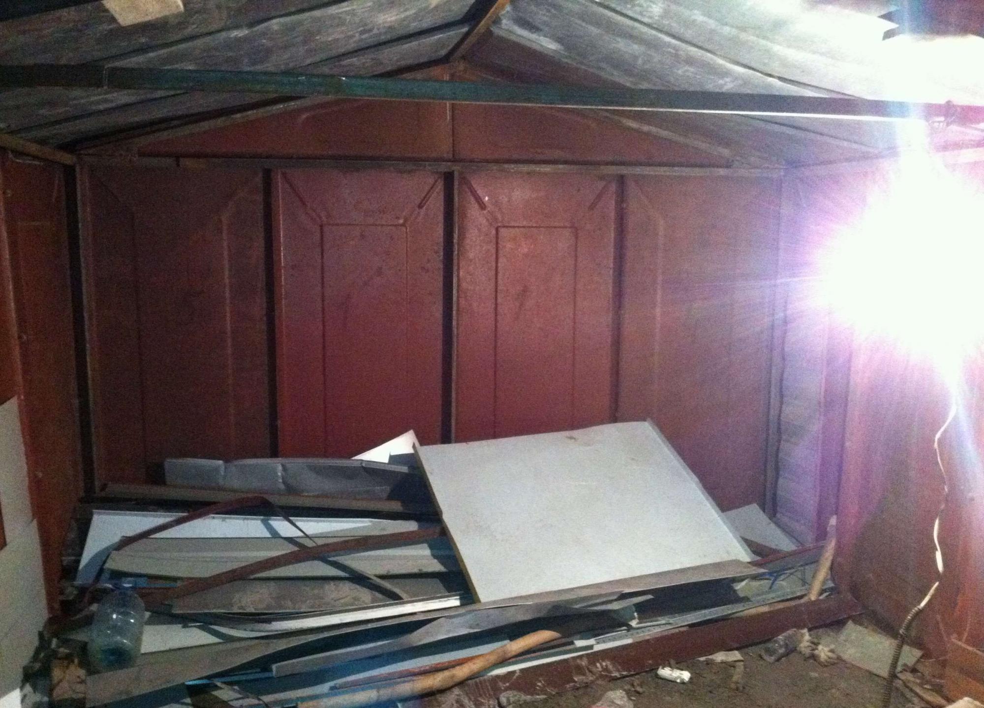 Чем заделать дырки в крыше металлического гаража как сделать яму в железном гараже