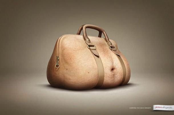 С юмором о содержимом женских сумочек