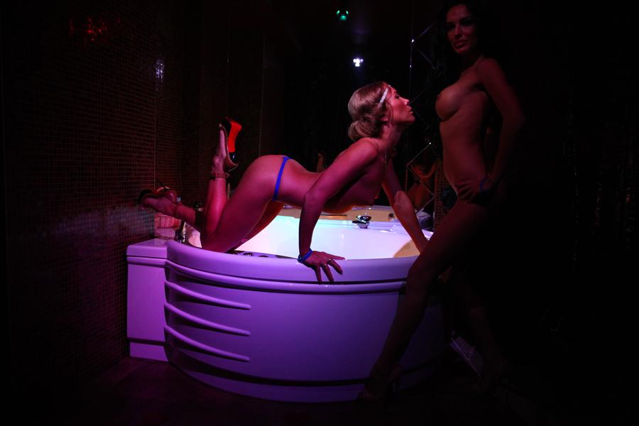 xxx-darlene-bad-girls-club-strip-ring-guide-boobs