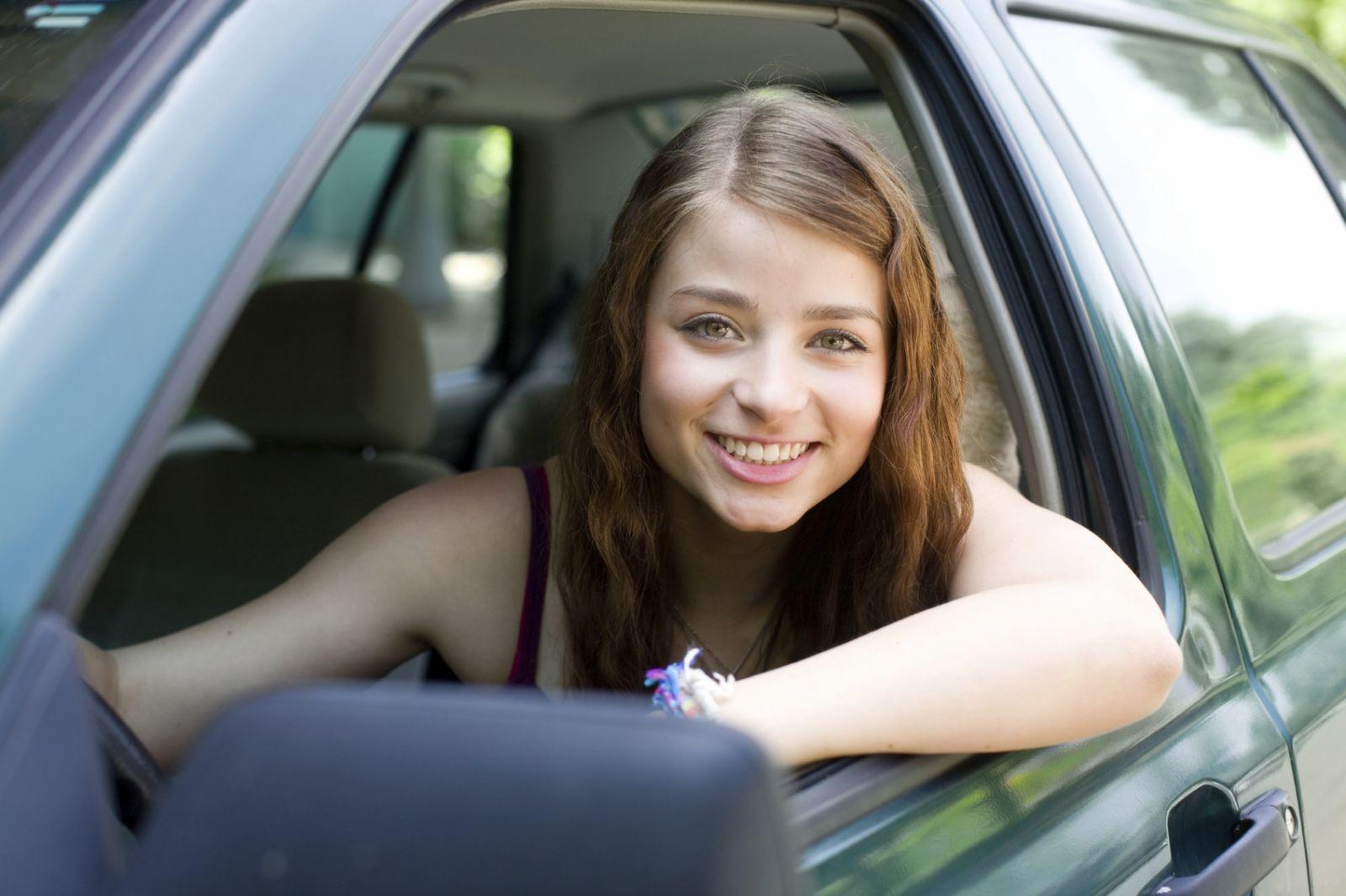 как научить девушку водить машину