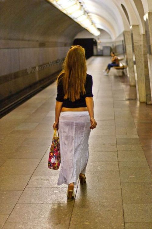 Ролики девушки в легком платье в метро, порно у студентки на дне рождения на русском