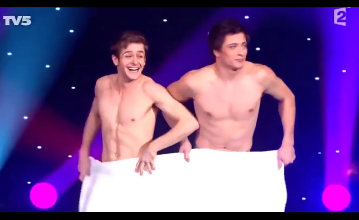 Видео танец голых мужиков думаю