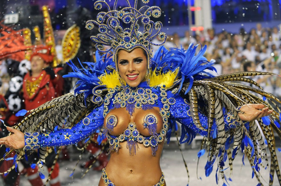 luchshie-popki-brazilskogo-karnavala-porno-so-stenli-ann-dunkan