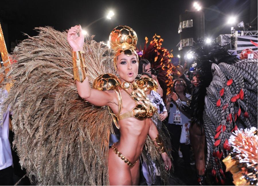 dovesti-luchshie-popki-brazilskogo-karnavala