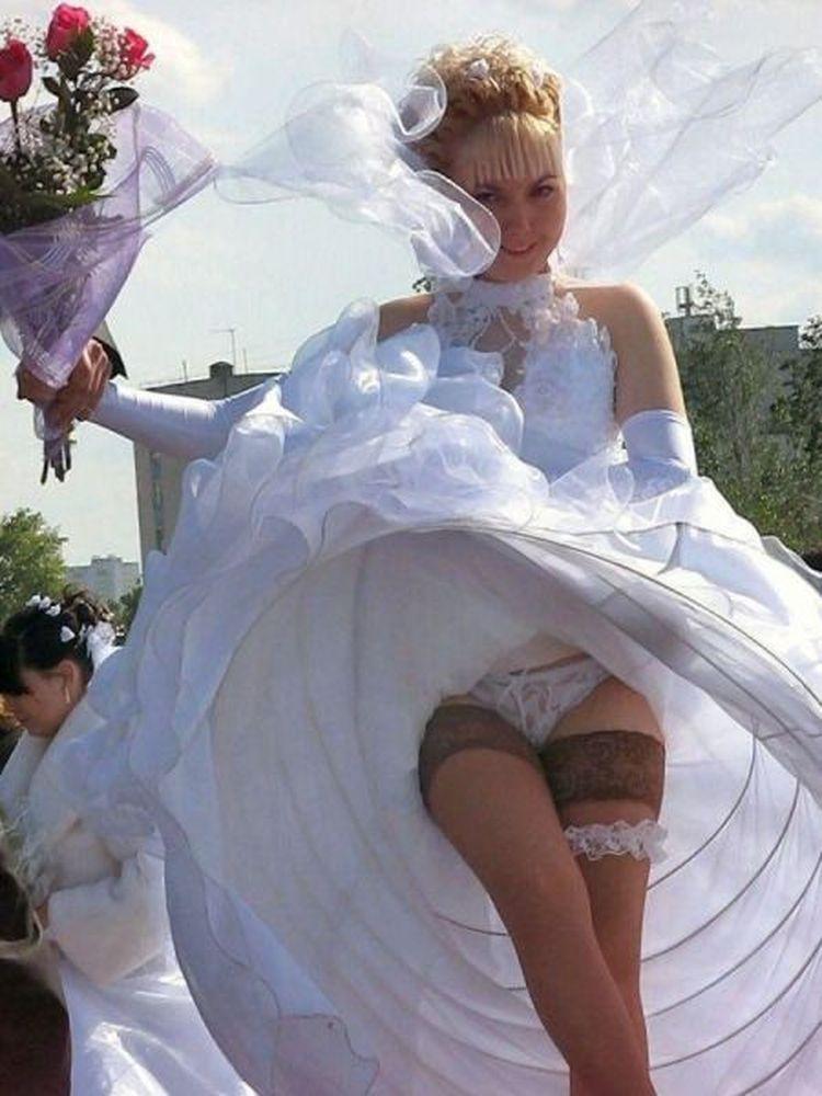 Засветы под юбкой у невест фото, саша грей новые серии