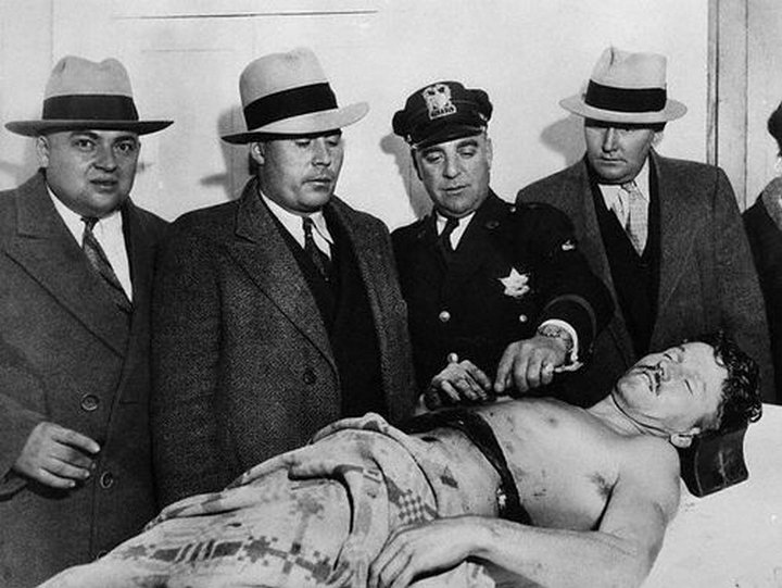 the life of baby face nelson lester joseph gillis an american bank robber in the 1930s