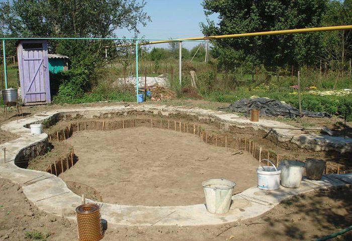 Строим бассейн на дачном участке своими руками
