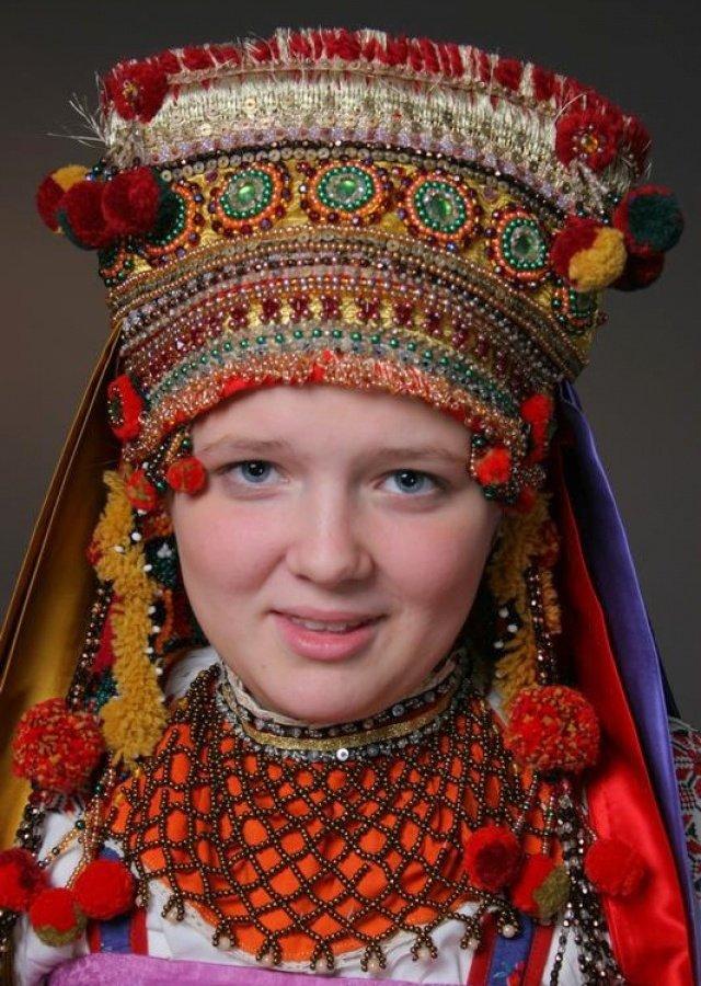 Украинские девушки в сексуальных народных нарядах