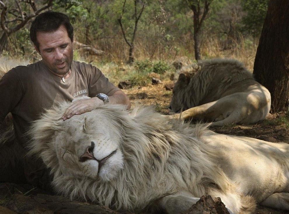 гей люди по имени лев совершенство позирует