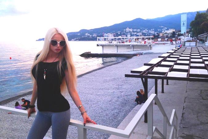 Девочку трахают в крыму на море онлайн