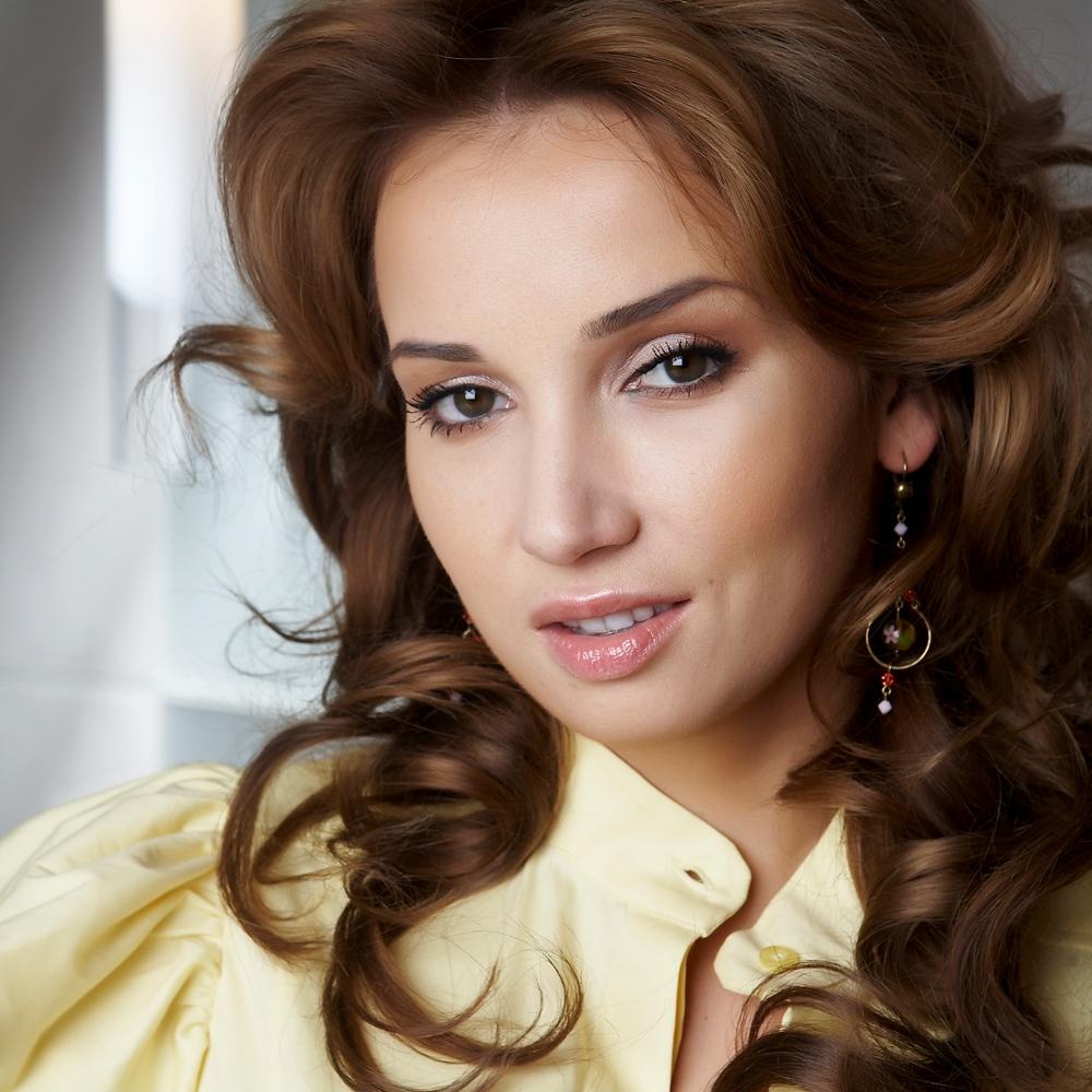 Российские ведущие и певицы засветили свои прелести и трусики видео