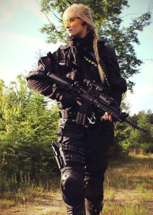 Облапали женская униформа спецназа фото секс сисястой телкой