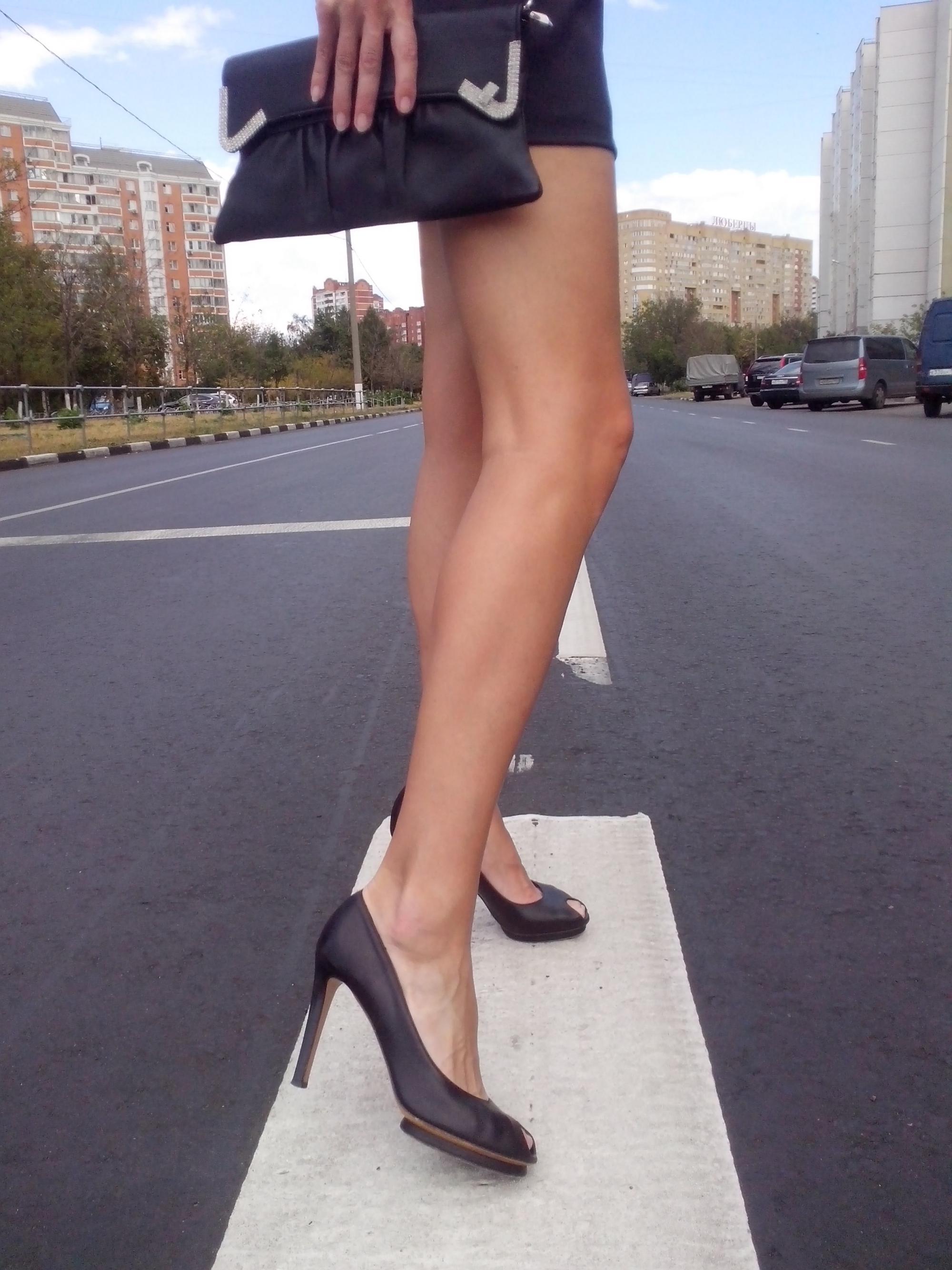 Сексуальные ножки девушек на улице