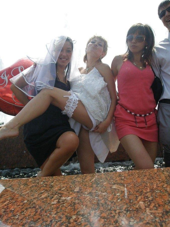 Невесту в троем, анальное порно видео с русскими девушками