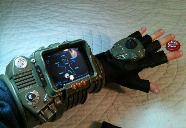 Сравнение Pipboy 3000 vs. Apple Watch...