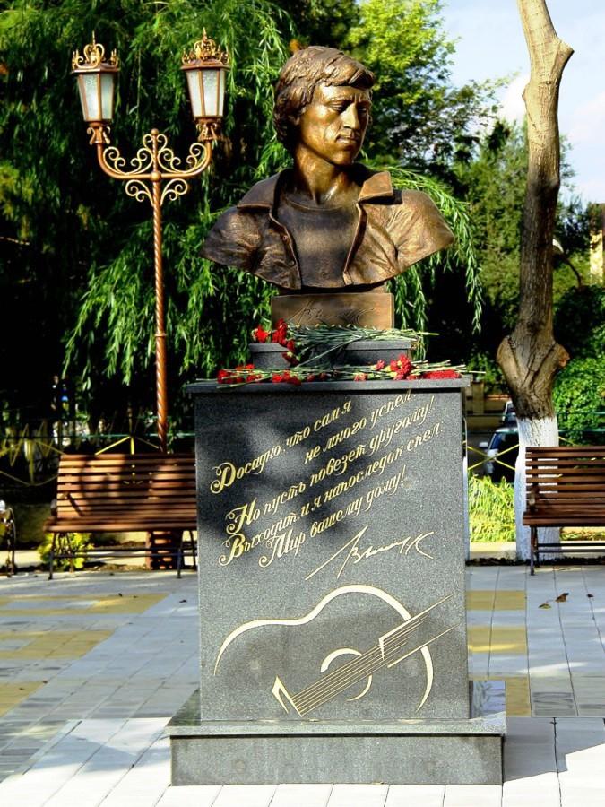 Купить памятник на кладбище Высоцк заказать памятник Луховицы