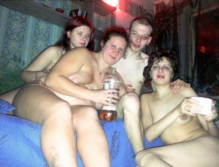 Фото приколов голых женщин из соцсетей трахают смотрит