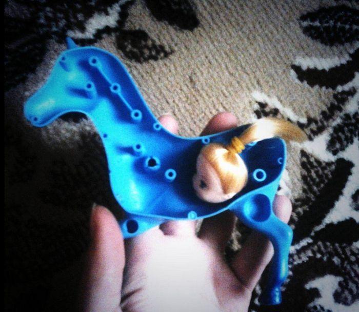 Голубая пони