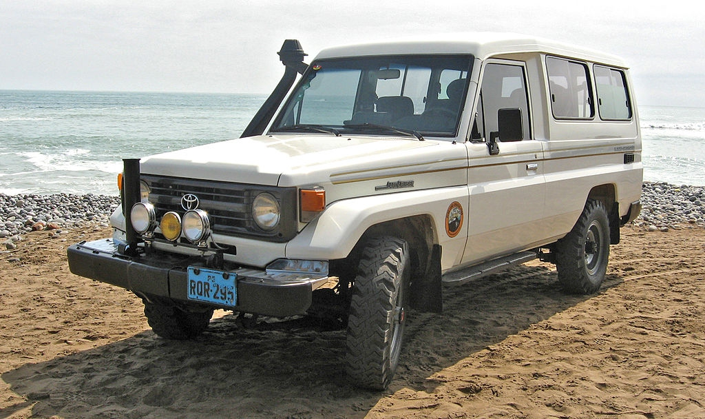 Toyota Land Cruiser машина, тойота