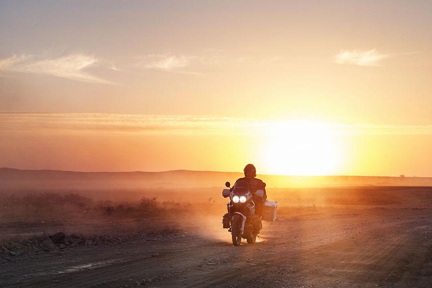 Любовное путешествие на мотоциклах, шлюхи сосут у негров