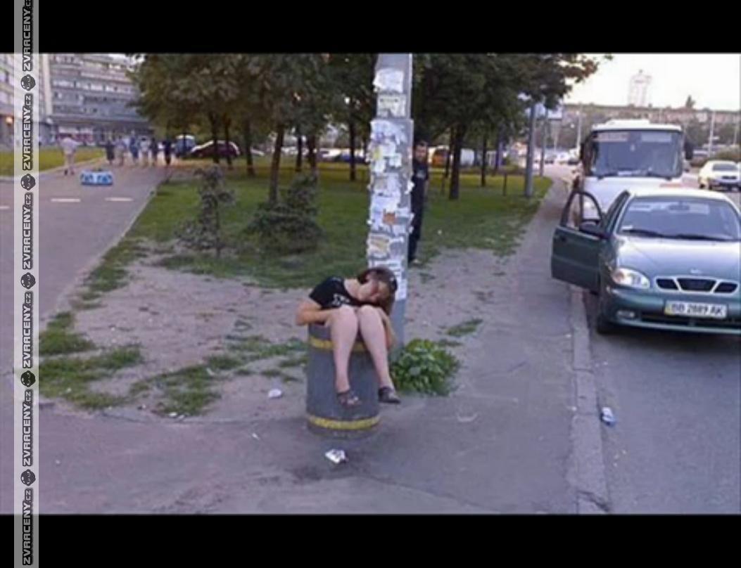 Девки пьяные гуляют