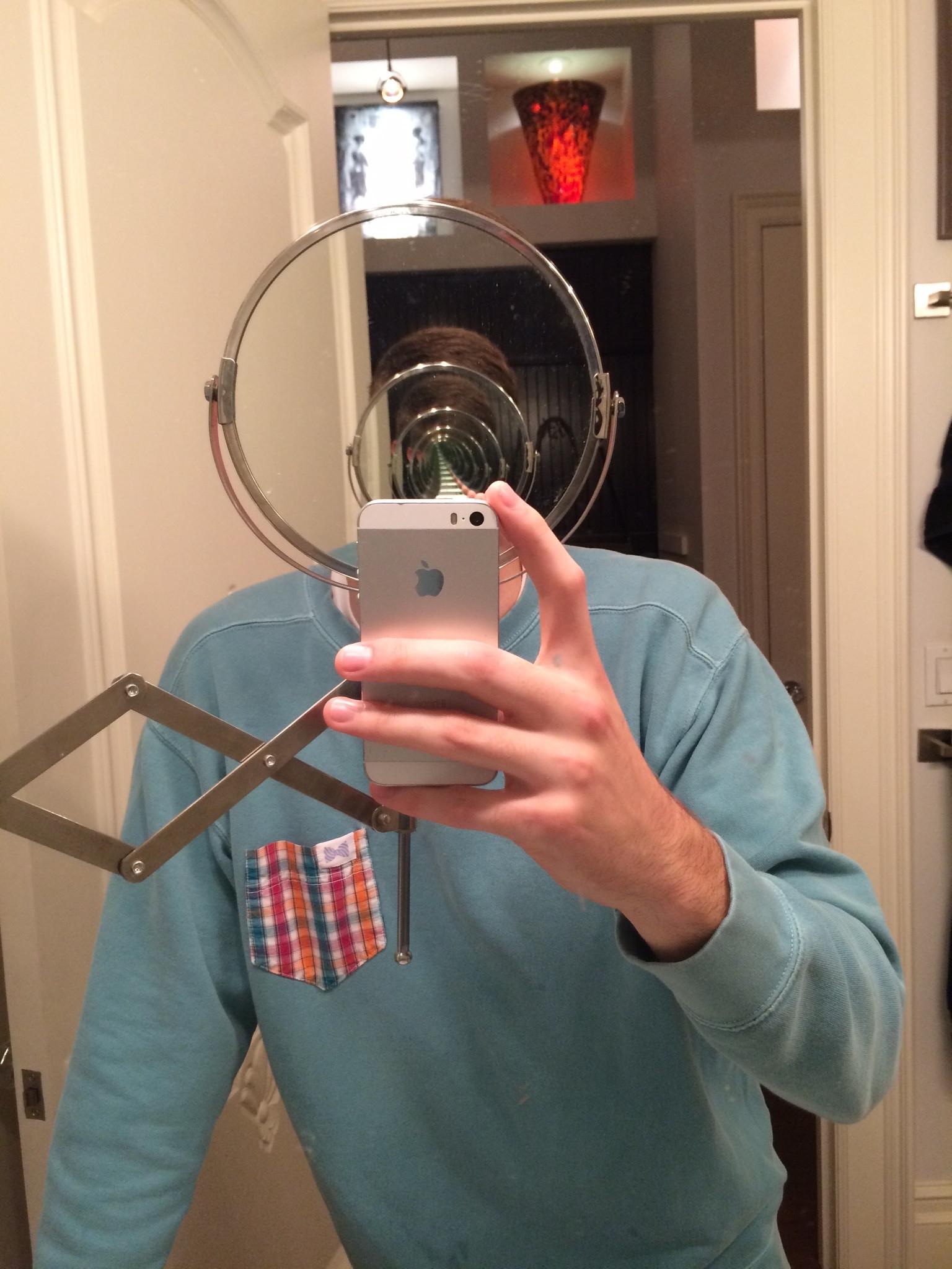 сфотографировать в зеркале без камеры тому, что его