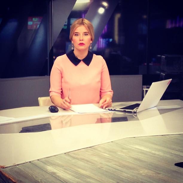 televedushie-programmi-vremya-golie-foto
