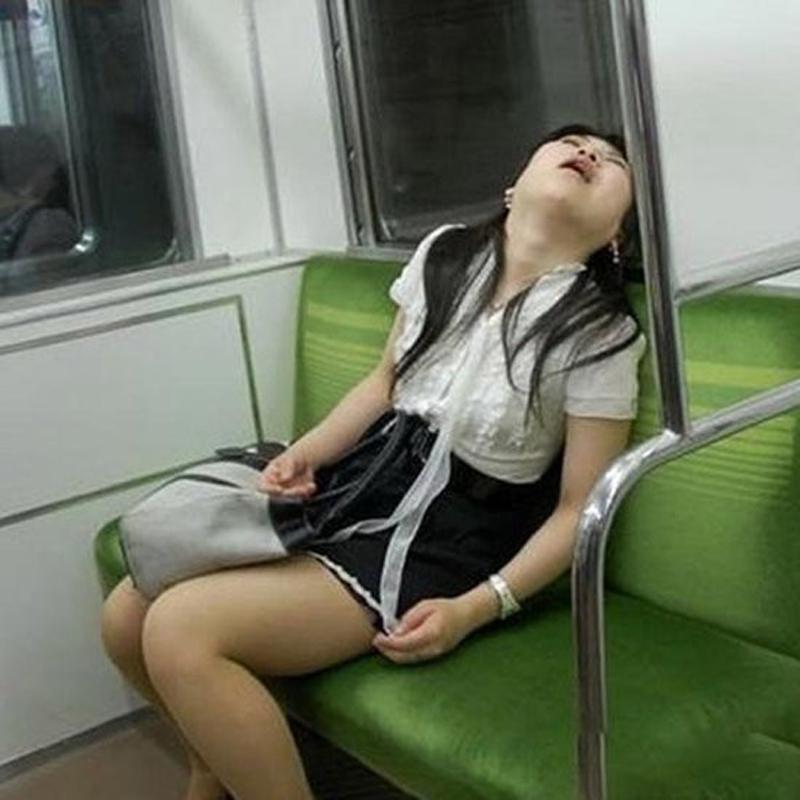 Пьяную Японку Оттрахали В Подземке