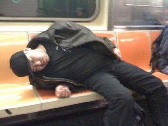Картинки спящих людей прикольные, лет мужчины куклы
