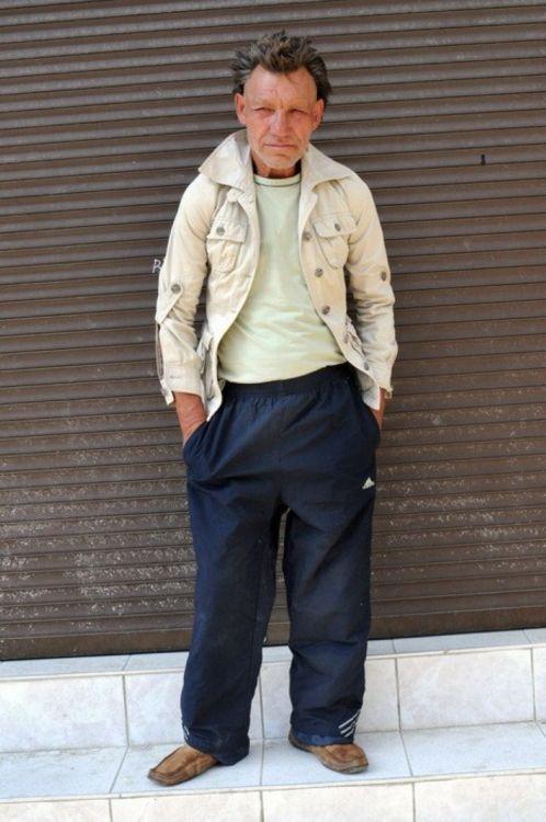 фото плохо одетого бомжа работы