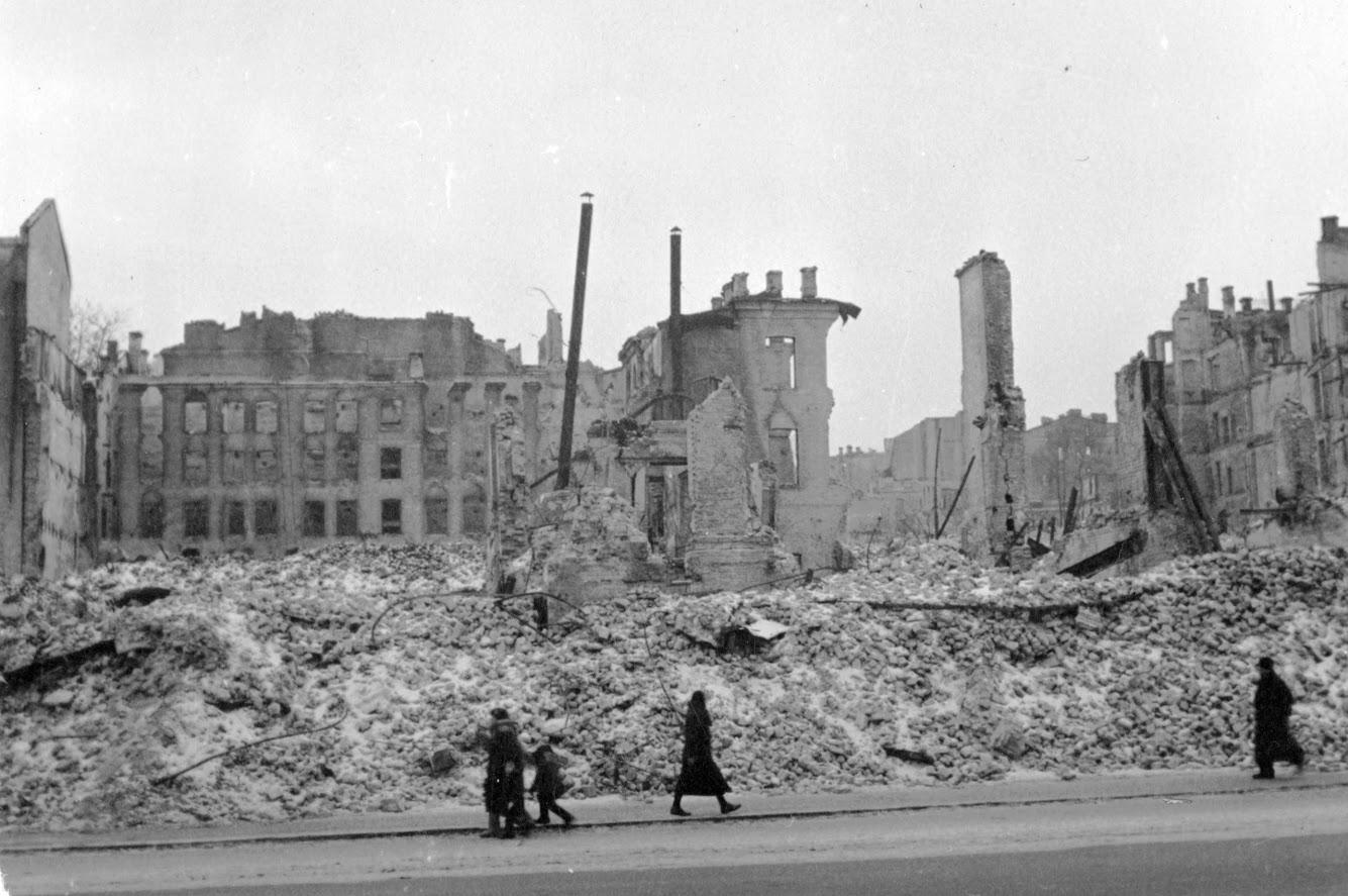 извергов проникли картинки разрушенного киева второй мировой некоторых
