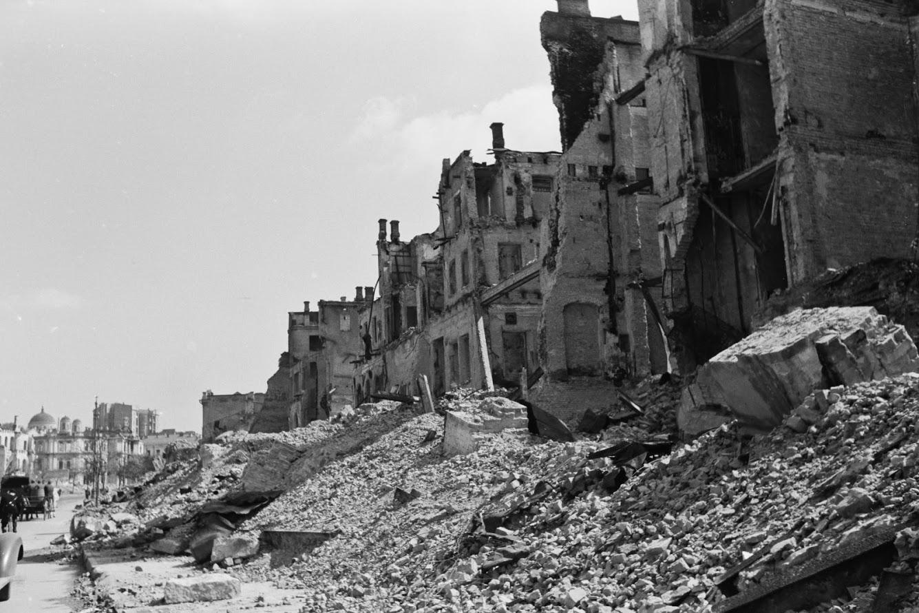 порошенко стащила картинки разрушенного киева второй мировой вкладываю свою