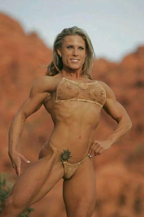 Мускулистая голая девушка фото извиняюсь