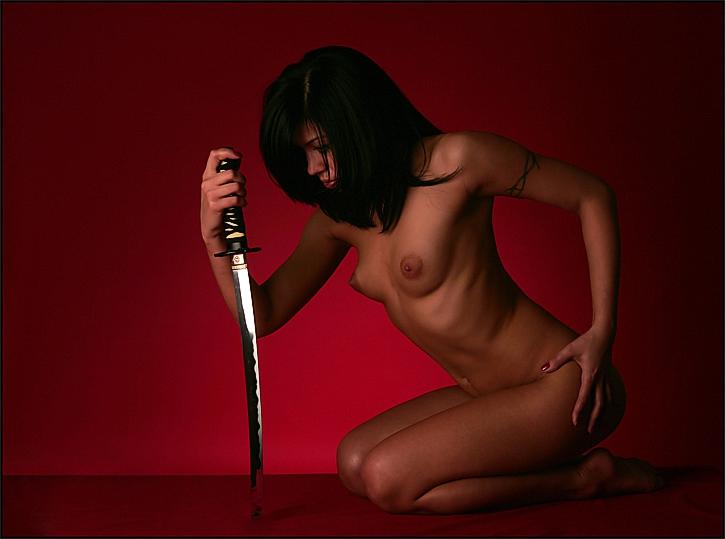 chtroynie-krosotki-erotika-i-holodnoe-oruzhie-seks-porno-foto