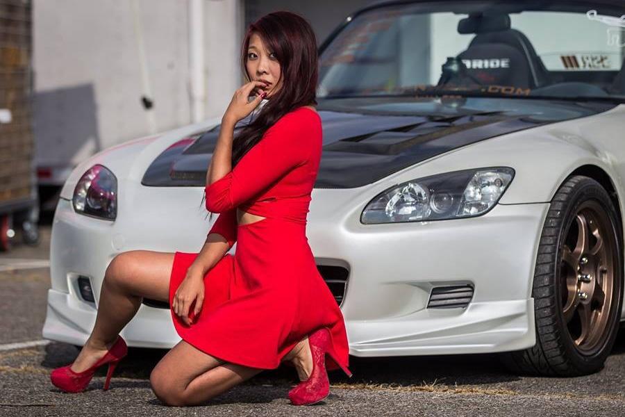 Сексуальные девушки в автомобиле